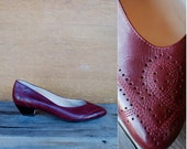 vintage maroon leather stacked wood kitten heels with pinhole detail // size 8