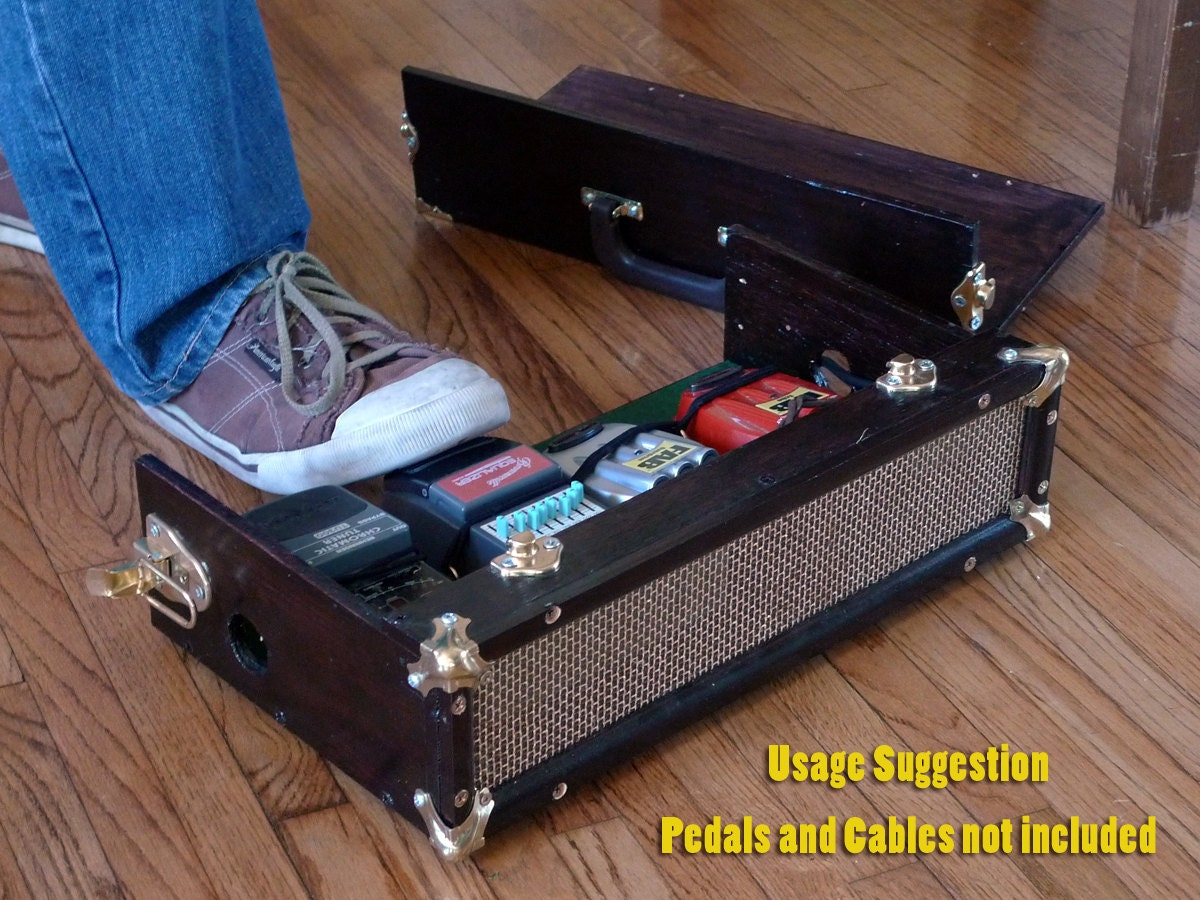 vintage looking wood and brass pedal board carrying case. Black Bedroom Furniture Sets. Home Design Ideas