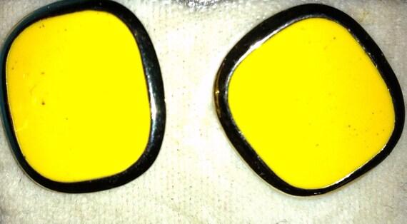 bogo- 90s basic YELLOW & GOLD earrings (PIERCED)