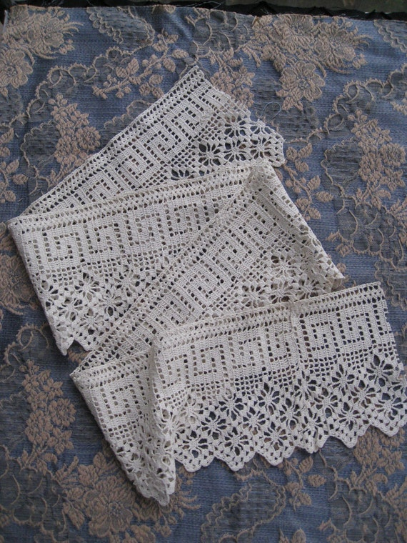 Wide Antique Lace Trim With Greek Key Border