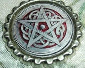 pentagram pin bottle cap celtic knotwork design sliver/gray and red