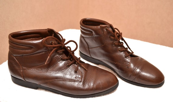 Vintage Dark Brown Lace Up Ankle Boots / Granny Pixie Flat Booties / size 7.5