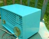 Vintage Turquoise Blue Emerson  Table radio Model 915 Tube  115 v AC-DC