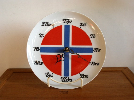 Vintage Berggren Norway Flag Ceramic Plate Clock, Norwegian Numbers, Scandinavian, Excellent Condition, Berqquist Imports, Norway