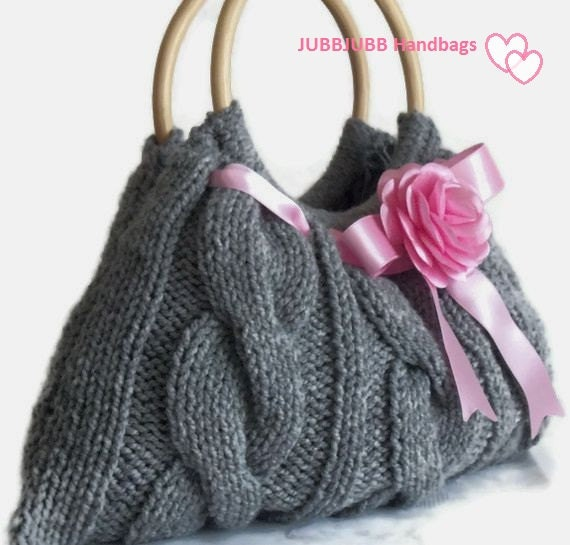 FREE GLOVES Grey knitted JUBBJUBB handbag with pink flower and satin ribbons