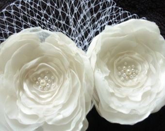Flower Clip Bridesmaid Gift Floral Clip Bridal Hair Accessories Brooch Off-White Flower Clip Hair Fascinator Bridal Headpiece Wedding