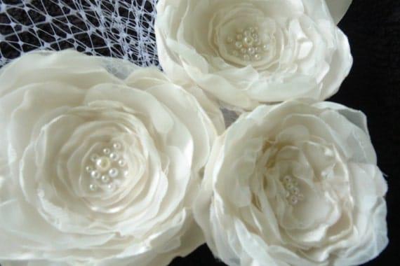 Off-White Flower Clip Hair Fascinator Bridal Headpiece Wedding Flower Accessory Bridesmaid Gift Floral Clip Bridal Hair Accessories Brooch