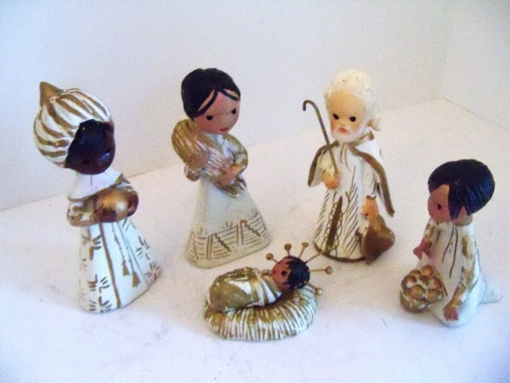 Tiny 70's Handpainted Mexican  Clay Creche Figurines