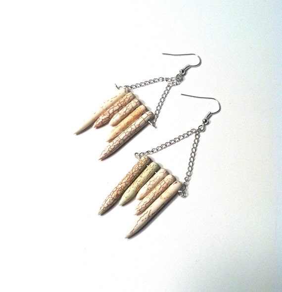 Simply White Spikes / Howlite Spikes / Silver Chain Earring