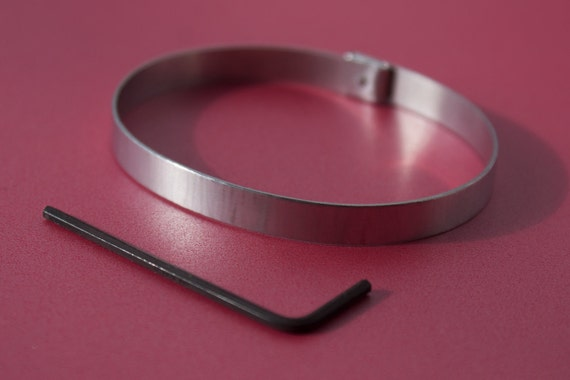 "1/4"" soft finish aluminum lockable cuff, for slaves in a Bdsm relationship. Slave cuff size 16.6 cm approximate. (No engraving)."
