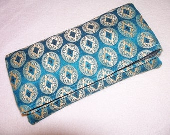 21- a pattern of colors clutch