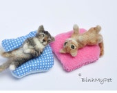 TWO needle felted cats kittens - custom felted cats-  miniature kittens - zwei Miniatur Filzkatzen