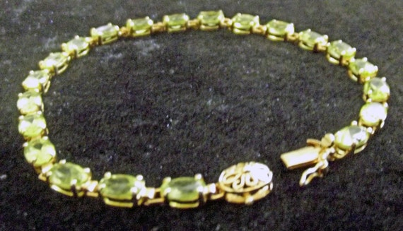 Vintage 14KT Solid Gold Genuine AAA Peridot  Bracelet 7 1/2 Inches