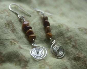 Spiral earrings with mookaite beads