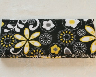 Magic Wallet - Billfold Black with White & Yellow Flowers