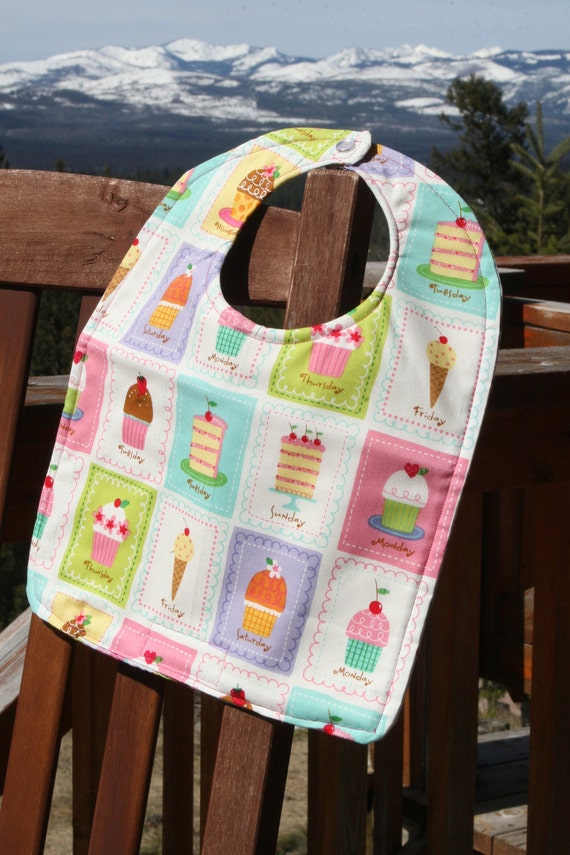 TODDLER Bib: Cupcake Days of the Week