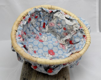 Vintage mini sewing basket with needle case. Lined with blue and red floral fabric