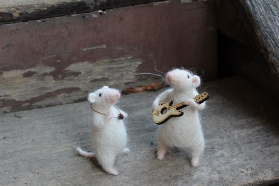 Needle felted - Romantic mice