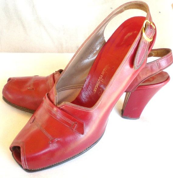 1940s Orig. Red peep toe pump , size 7 AA  all leather- great  rockabilly style ////free US shipping////