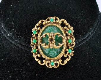 FREE SHIPPING 1970's 1970s Green Oval Summer fashion Flower Floral  Colored Gold Tone Brooch / Pin summer jewelry
