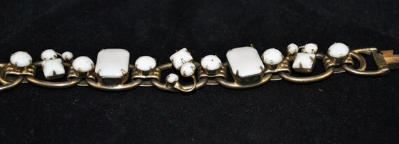 FREE SHIPPING 1940's 1940s Vintage julians White Bling   Milk Glass Hinged Old Hollywood Fashion Glamour Mad Men Unique Style Bracelet