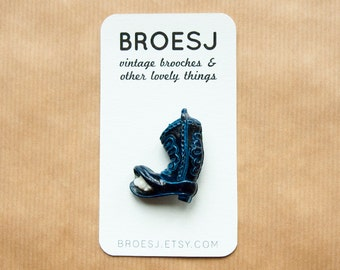 Mouse Cowboyboot Brooch Pin Plastic