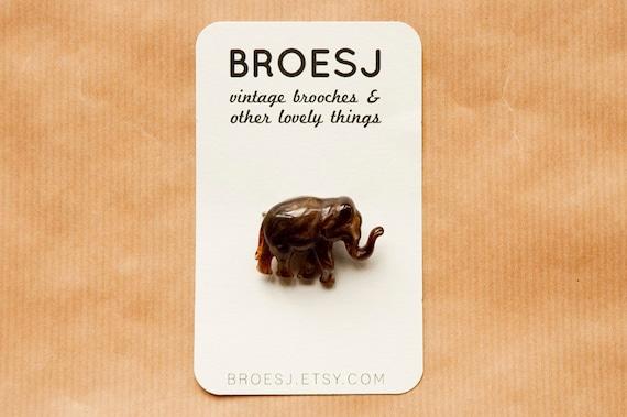 Vintage Elephant Brooch - Brown Plastic Pin