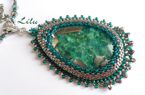 "Beadwork necklace ""Milady"" with malachite in pyrite"
