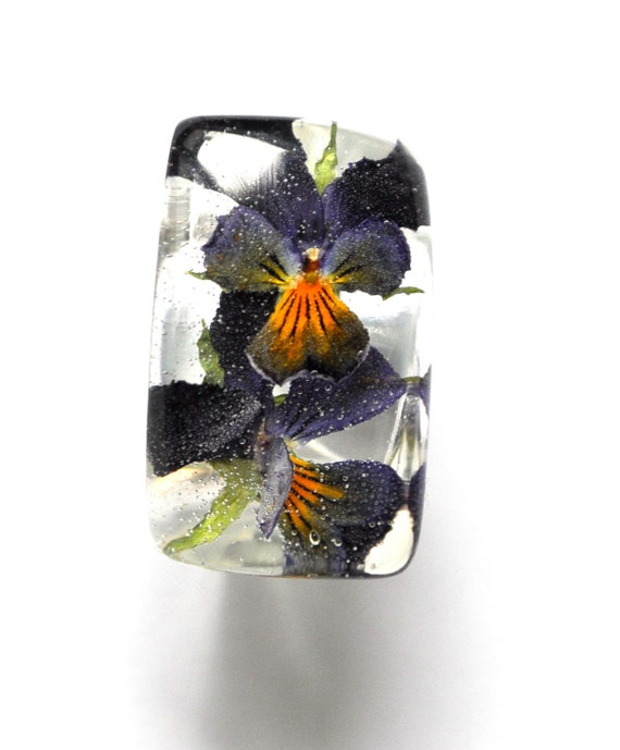 Pansy Resin Ring. Real Flower Jewelry. Pressed Flower Ring. Botanical Jewelry. Resin Jewelry. Purple Yellow.