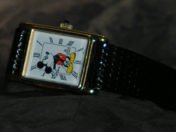 Lorus Quartz by Seiko V810  Walt Disney Co Mickey Mouse Character Watch