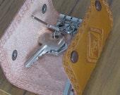 Vintage Key Wallet .. Tan Leather Scouts Key Wallet
