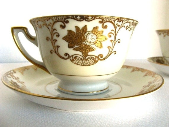 1940s Vintage Hand Painted Cup and Saucer Meito Goldwyn Pattern Ivory and Gold