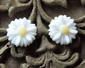 16pcs white chrysanthemum  resin flower    Cabochons  pendant finding  RF061