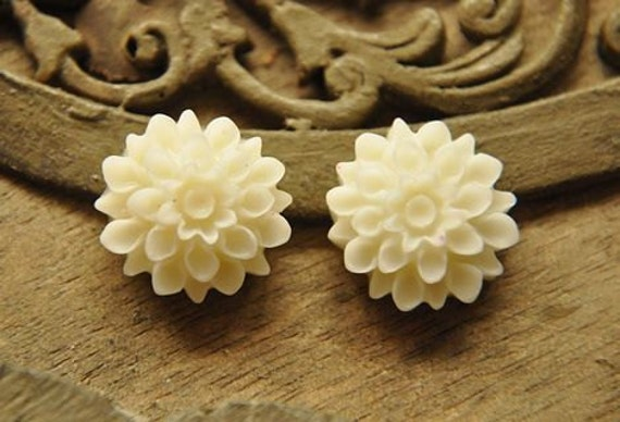 8pcs white  resin fower chrysanthemum     Cabochons  pendant finding  RF034