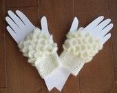 Fingerless Gloves in Cream. Crocodile/Mermaid stitch Fingerless Gloves.