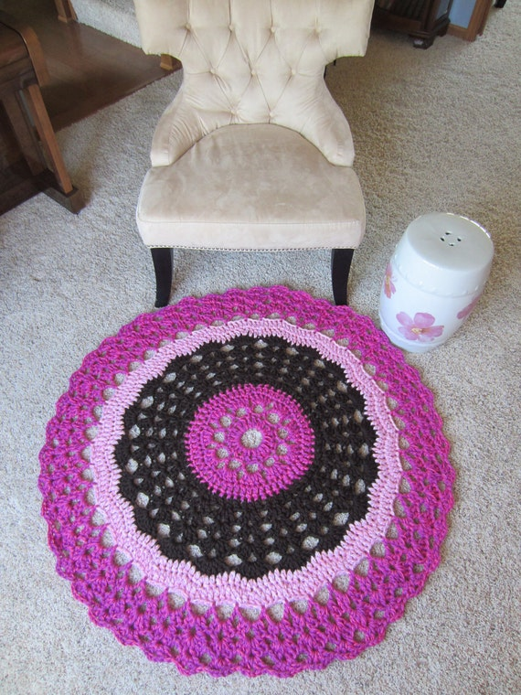 ROUND DOILY BLANKET in brown and pink. Crochet round blanket perfect for baby or girl's room. Fun and Sophisticated.