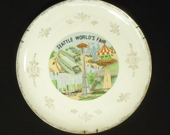 1962 Seattle World's Fair Plate with Gold Trim 10 3/4in Ceramic Gold