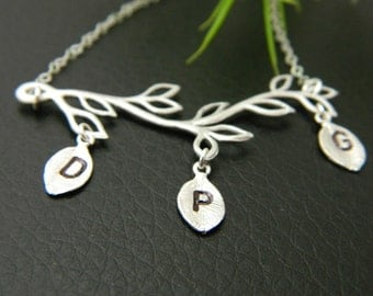Personalized Grandmother Family Tree Necklace, Initial Necklace, Monogram Jewelry, Mother Necklace, Mothers Jewelry, Initial Jewelry