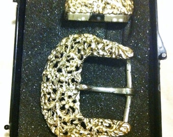 Gold and white belt buckle set