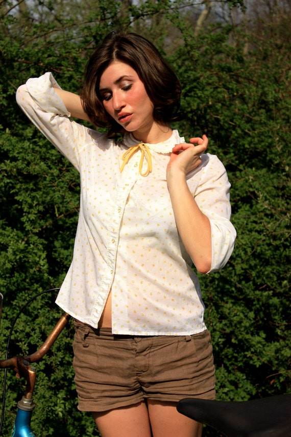 Vintage Prairie White and Canary Yellow Flower Button Down Blouse With Peter Pan Collar