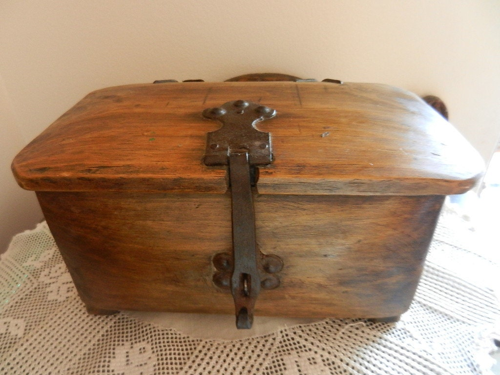 Vintage wood rustic solid wood jewelry box unique gift for for Solid wood jewelry chest