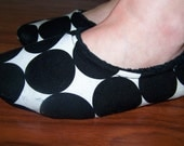 Black and white dot fabric slippers with suede leather sole