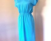 VINTAGE Sexy Cinch Waist Dress with V-neck & Short Dolman Sleeves - Turquoise Aqua Blue