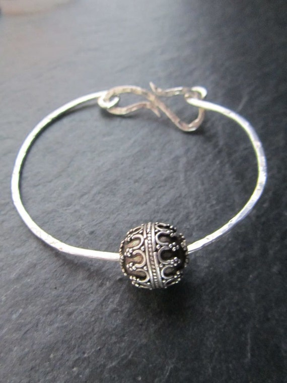 Padma - Hand hammered Sterling silver bangle with sliding Balinese bead