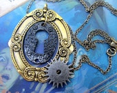 Steampunk Necklace, Keyhole Portrait Necklace With A Clock Gear, Key Necklace, Alice In Wonderland Necklace, Vintage Style Keys Jewelry