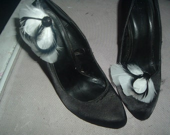 BLACK and WHITE FEATHERS Shoe Clips