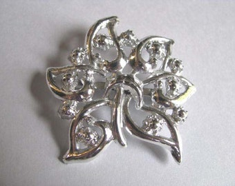 Vintage Flower Brooch - Vintage Jewelry - Silvertone Brooch