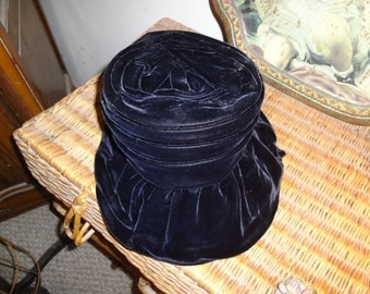 Darling blue velvet 1930s bonnet