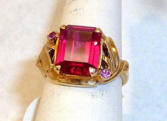Beautiful, Ladies, Vintage, 10Karat, Yellow Gold, Ruby Ring