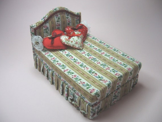Bed with hearts cushions - Dollhouses Miniature fourniture scale 1:12
